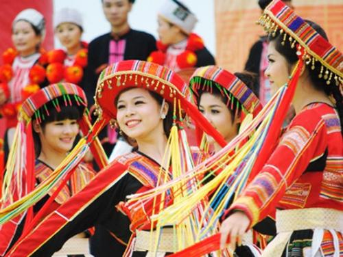 Trước ngày hội bắn - ca khúc nhạc cách mạng nổi tiếng của nhạc sĩ Trịnh Quý với tiếng hát Anh Thơ, Việt Hoàn, Thu Lan, Lê Hằng