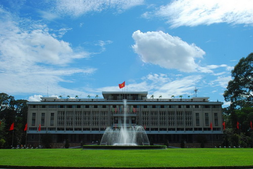 Mùa xuân trên thành phố Hồ Chí Minh - sự thống nhất đất nước là mùa xuân đẹp nhất của nước Việt Nam