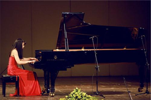 """Ca khúc nhạc tình yêu buồn """"Tiếng dương cầm trong đêm - Mai Phương"""", sáng tác: Nguyễn Văn Chung"""